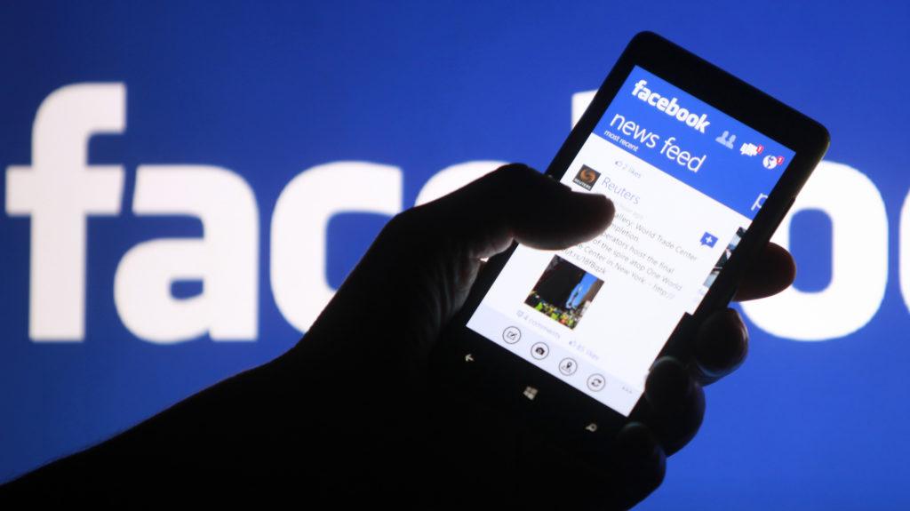 Virusul care schimba culoarea la profilul de Facebook